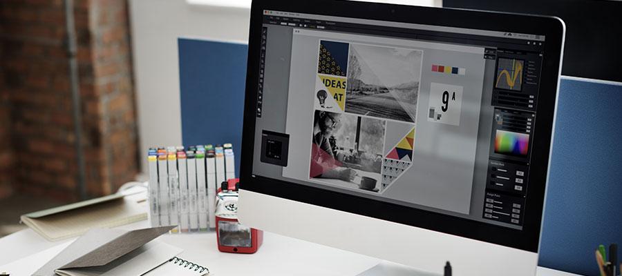 Schreibtischsituation mit Computer