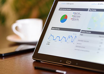 Tablet mit Google Analytics Daten
