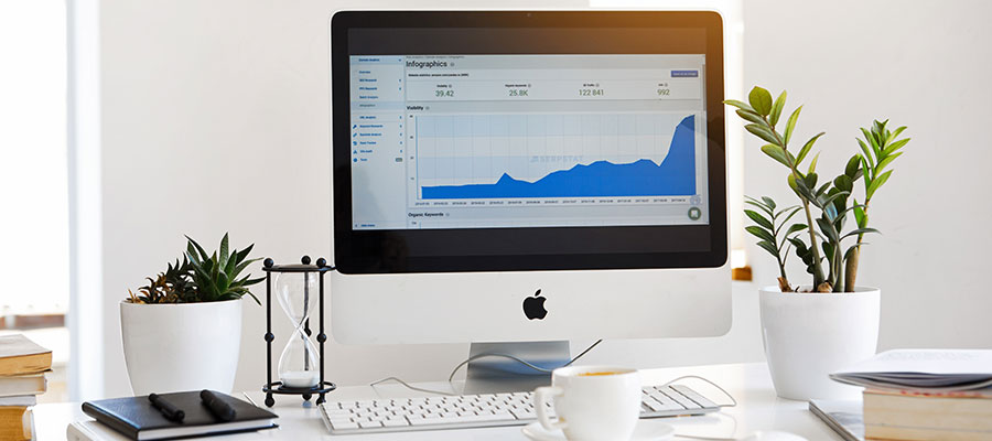 iMac mit Statistiken