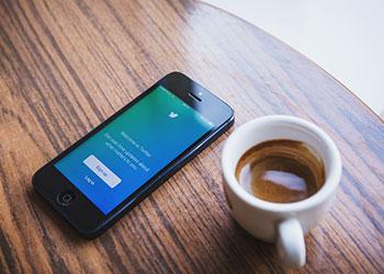 iPhone mit Twitter App