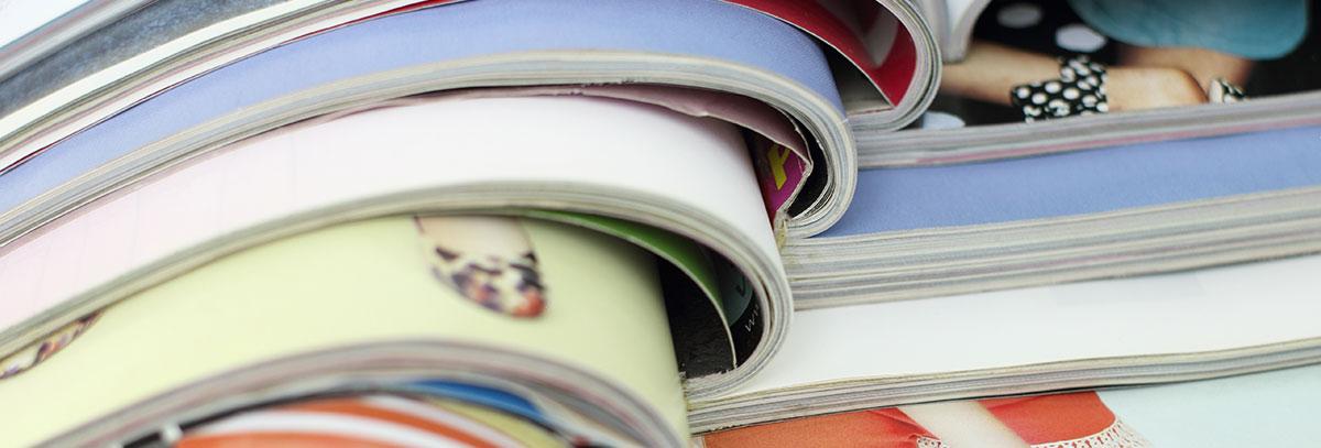 Firmenmagazine übereinandern