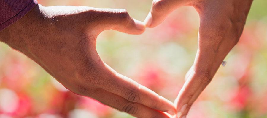 Herz aus zwei Händen