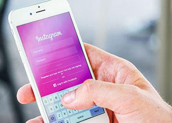 iPhone mit Instagram App